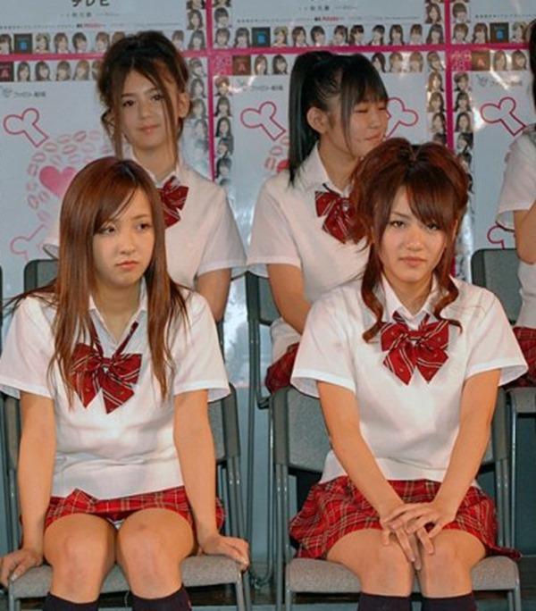 AKB48メンバーのパンチラエロGIF画像6