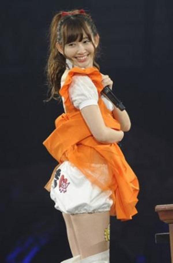 AKB48メンバーのパンチラエロGIF画像8