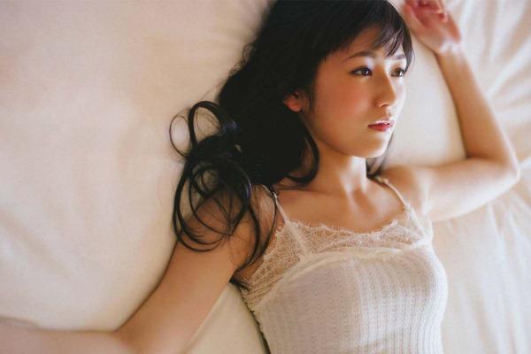 AKB48渡辺麻友ムチムチ太ももハミ尻