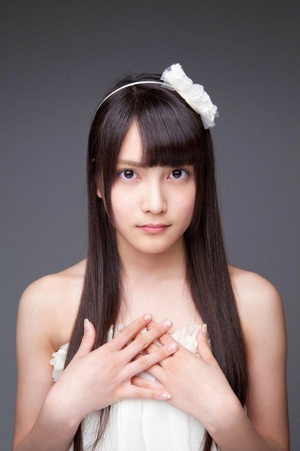 AKB48入山杏奈の過激グラビア画像