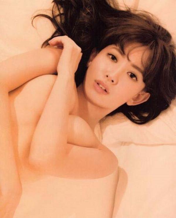 AKB小嶋陽菜こじはるの手ブラセミヌード画像4
