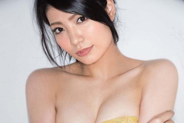 AKB倉持明日香のセミヌード画像