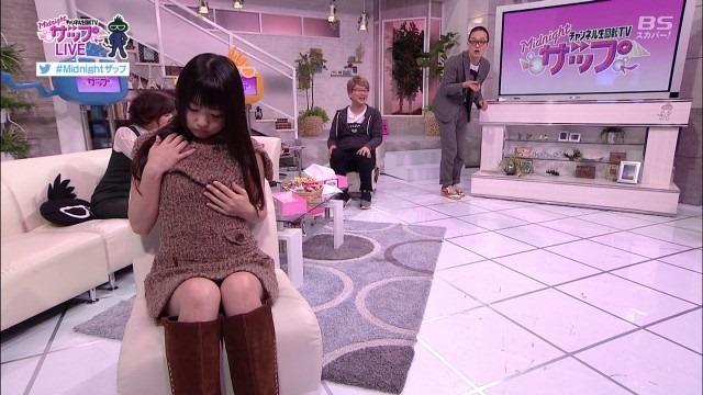 AV女優のつぼみの疑似フェラ着衣おっぱい鷲掴み画像2