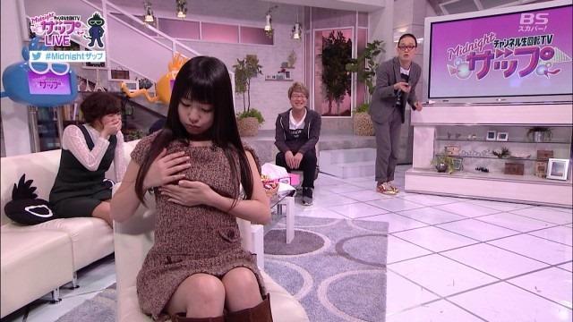 AV女優のつぼみの疑似フェラ着衣おっぱい鷲掴み画像3