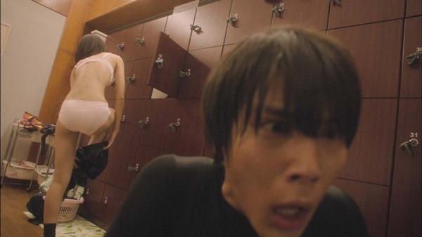 武田玲奈のドラマで生着替えエロGIF画像3