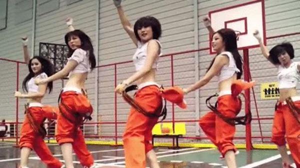 KARAの腰振りダンスエロGIF画像3