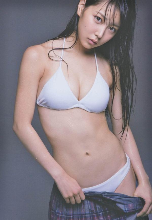 NMB白間美瑠の胸の谷間グラビア水着画像17