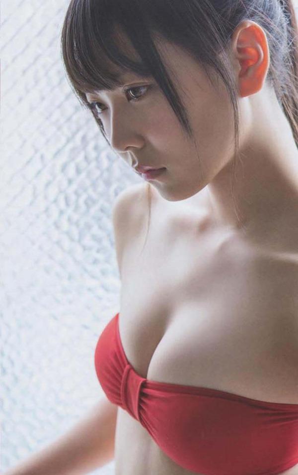NMB白間美瑠の胸の谷間グラビア水着画像5