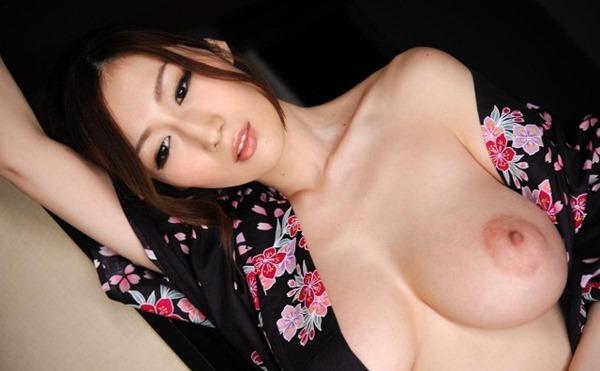 ULIAの薄いピンク乳首と乳輪おっぱい画像8