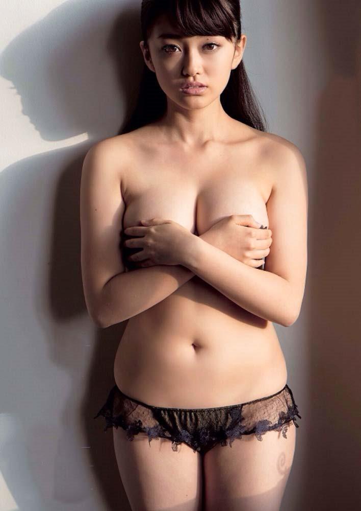 山地まり全裸ヌード画像