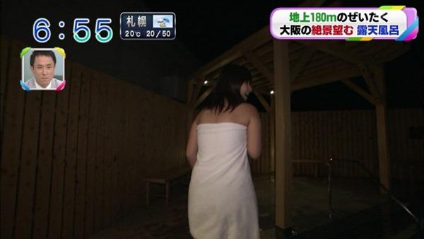 稲富菜穂の入浴前バスタオル姿画像
