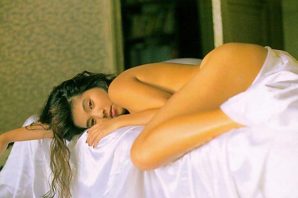 飯島直子の乳首ヌード画像