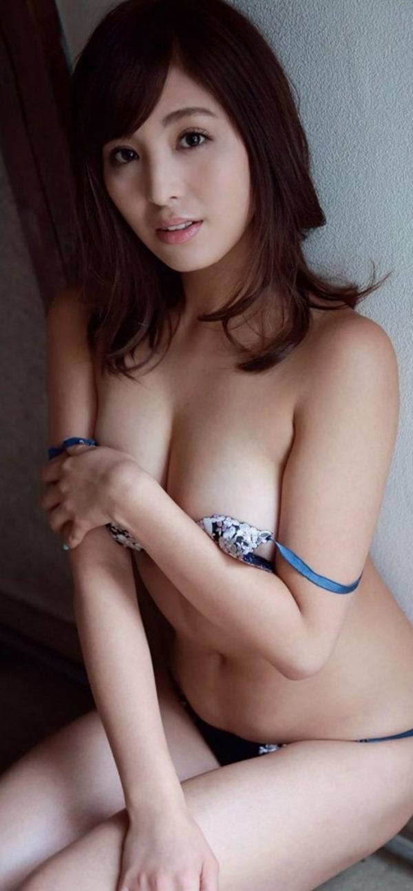 柳ゆり菜のマシュマロおっぱい画像