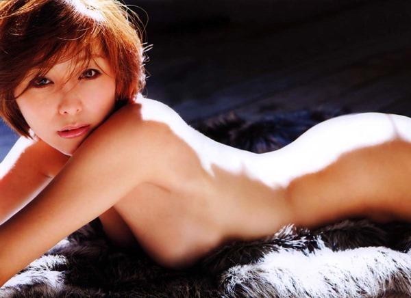 熊切あさ美の全裸ヌード画像