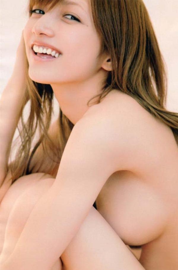 後藤真希の手ブラ巨乳おっぱいセミヌード画像