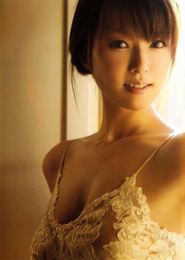 深田恭子のハミ乳ハミ尻な透け下着巨乳おっぱい画像
