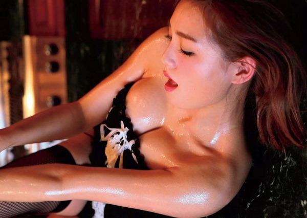 篠崎愛のハミ乳ハミ尻グラビア巨乳おっぱい画像