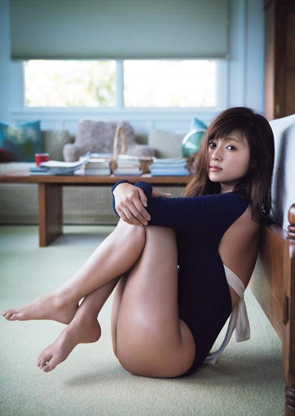 深田恭子のムッチムチな巨乳グラビア水着画像