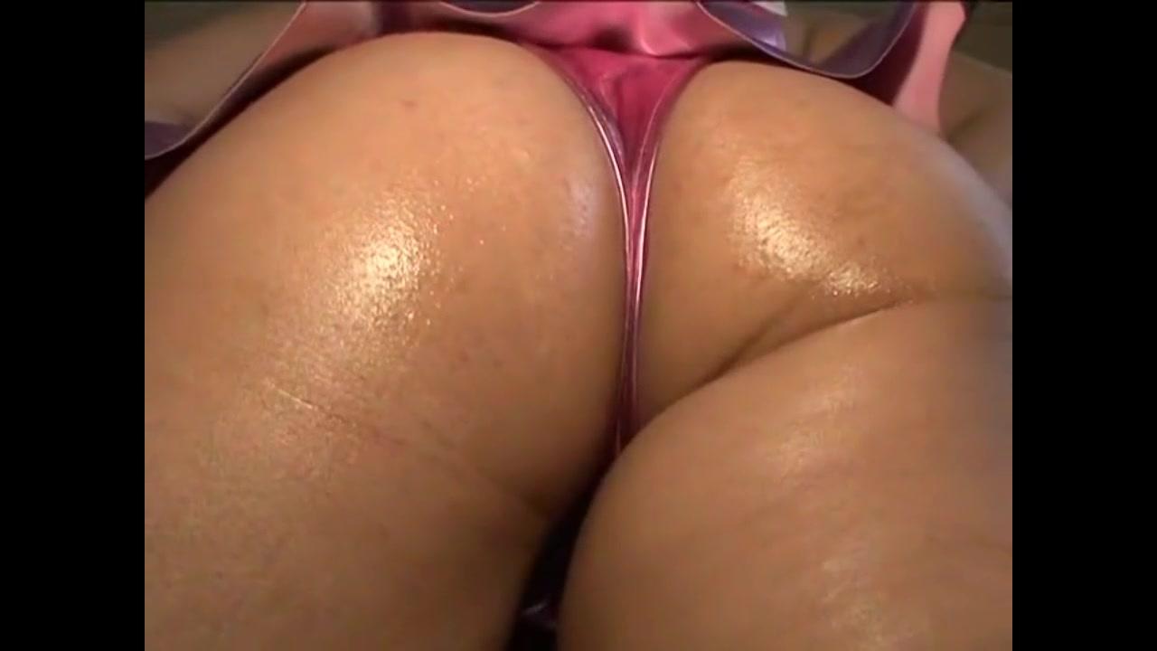 コスプレの素人女性の顔面騎乗無料kyonyu動画。つるつるテカテカのタイトなコスプレ衣装の豊満女!