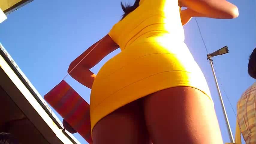 ボディコンのお姉さんの無料おっぱい動画。ボディコン姿のナイスボディお姉さんをローアングルから隠し撮り!