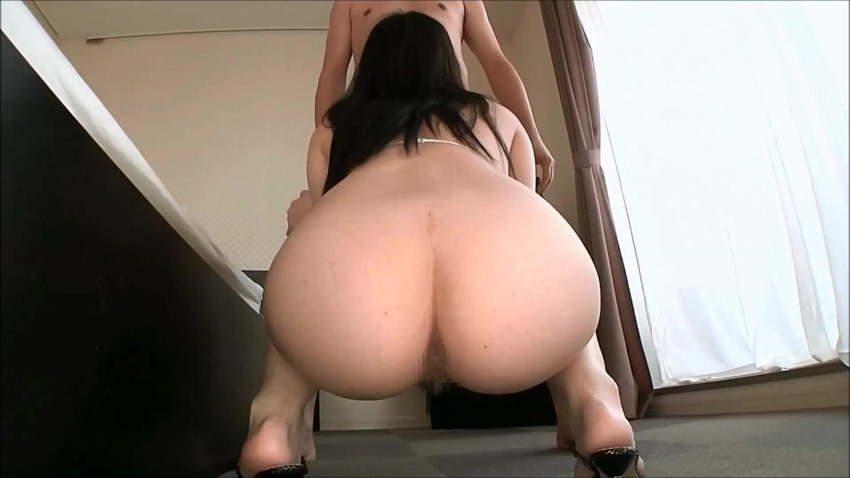 巨尻の素人女性の無料きょにゅう動画。尻の穴丸見え!