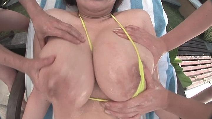 ぽっちゃりの素人女性のマッサージ無料おっぱい動画。ぽっちゃり豊満娘にローションまみれのぬるぬるマッサージ!