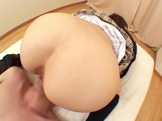 巨尻の素人女性の四つん這い無料kyonyu動画。制服姿のムチムチ巨尻娘が四つん這いで顔面騎乗!