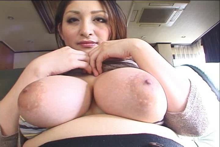 爆乳の熟女の無料kyonyu動画。フェロモンむんむんの爆乳熟女!