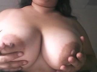 ぽちゃぽちゃシロウト女の生々しい美巨乳お乳をご覧ください☆(デブむっちり)-美巨乳