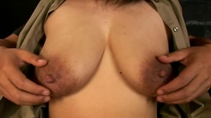 デカ乳の素人女性の母乳無料きょにゅう動画。えげつない乳輪にデカ乳首のミルクタンク!