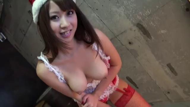 ランジェリーの北川瞳出演の無料kyonyu動画。かわいくてオッパイの大きなサンタさん!