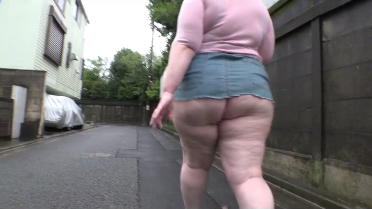 デブの美女の露出無料デかパイ動画。完全に露出狂のデブぽちゃ金髪美女が出没!