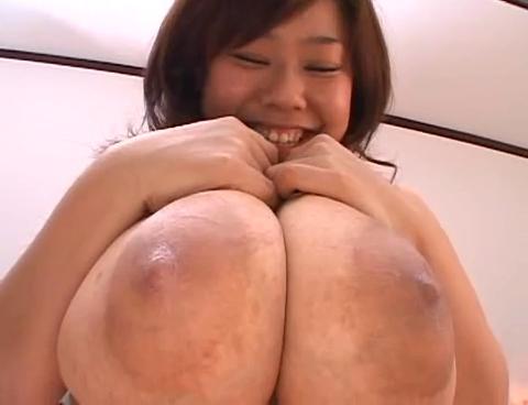 爆乳のアイドル、風子出演のグラビア無料kyonyu動画。巨大乳輪にPカップ乳房のお下品爆乳!