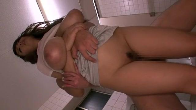 トイレにて、ムチムチのHitomi出演のH無料デカパイ動画。ムチムチJカップ爆乳女とトイレでパコパコ濃厚ファック!