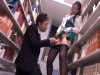 図書館でマジメに働く美人司書の黒パンストの中に大人のオモチャを…