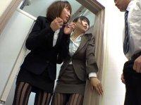 色気ムンムンな柄パンスト履いてる上司のパンチラを覗き見してると…