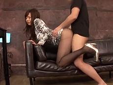 【美脚痴女】完熟されたボディにスラリとした美脚のセレブと着衣ハメセックス