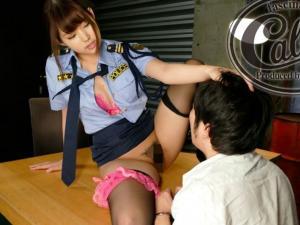 胸の谷間を見せつけ尋問する変態ビッチ痴女婦人警官の淫語プレイ!彩乃なな