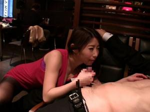 巨乳痴女奥様がカフェで逆ナンパした素人をディープスロートフェラで口内発射させる!篠田あゆみ