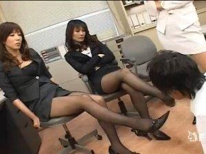 ドS痴女教師3人が生徒達一人をストッキング足で苛め抜く  高坂保奈美 大友唯愛 吉澤レイカ