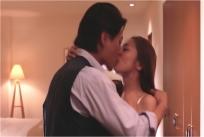 そのままホテルの部屋でキス
