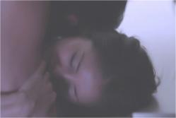 夫に抱かれている由美子