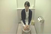 トイレで用を足しているはるか
