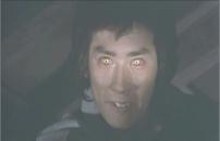 光る霧丸の眼