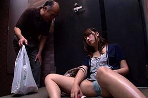 【企画】隣に住む巨乳お姉さんが僕の家の玄関前で泥酔してパンチラ全開で爆睡中!【xHamster/ThisAV】