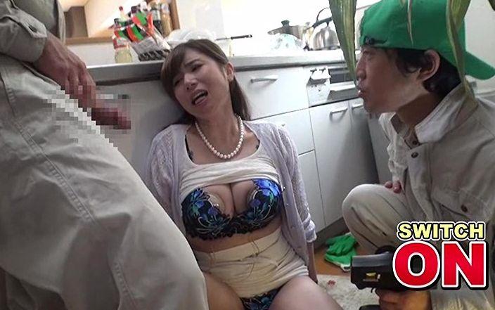「AVの事旦那は知らないよね?」絶句した隙にビッグバンローターを膣内装着。千乃あずみ