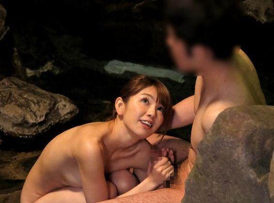 オンナを知らない童貞くん達が単体女優「希美まゆ」と温泉で一発二日の裸のお付き合い!