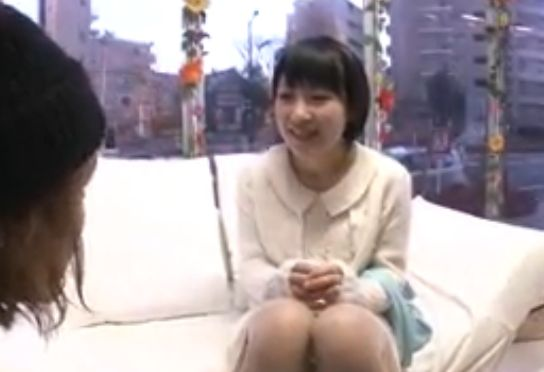 電マ初体験の女子大生が池袋に設置されるマジックミラー号で悶絶絶頂