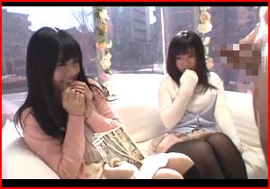 【マジックミラー号】可愛い素人娘二人組に巨チンを見せると食いついてくれたwwwwwww