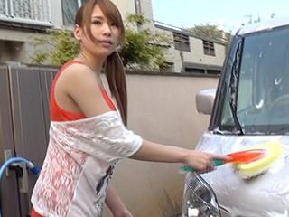 洗車している巨乳のお姉さんをナンパしドライブ後⇒SEXまで成功した♪